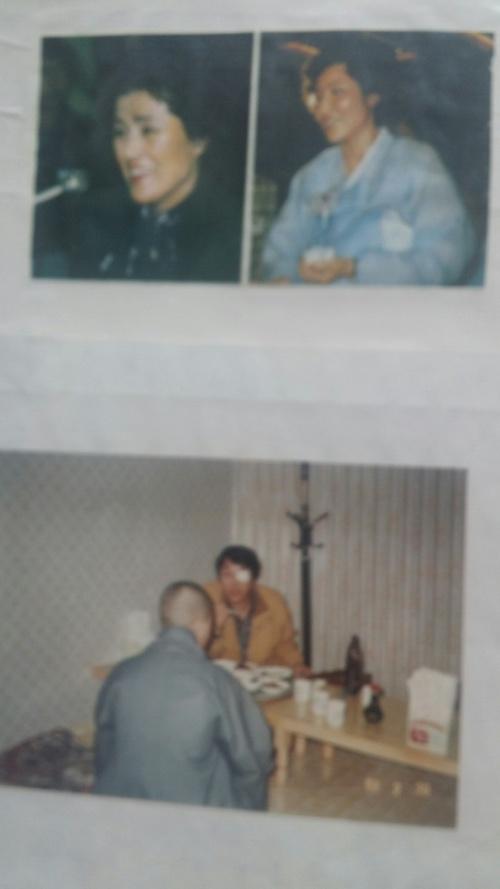 이지현(예명 이세상·65)씨가 1989년 2월 ㅇ씨를 만나 사진을 찍은 뒤 국회 광주청문회용으로 만들었다가 공개하지 못한 자료. 당시 이씨는 ㅇ씨의 뒷모습과 광주 민간인 학살 책임자들의 부인(이순자, 김옥숙)이 웃고 있는 사진을 나란히 붙여 전단을 만들었다. 이지현씨 제공