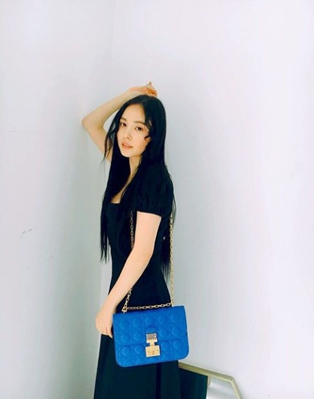 Min Hyo-rin posted a picture on his own instagram on May 9th.The figure of Min Hyo-rin wearing a bag of goods in the photo was put in.Min Hyo-rin added a charming charm with black One Piece.Clear Innocence Beautiful looks of Min Hyo-rin contrasted with black costumes stand out.The fans who touched the picture showed reactions such as the most beautiful Hyorin sister, I love you, My Beautiful looks.Meanwhile, Min Hyo-rin married a member Sun of the group BIGBANG in February