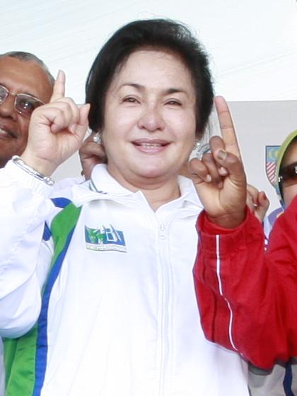 말레이시아 6대 총리 나집 라작의 두번째 부인 로스마 만소르. 국민 돈을 쌈짓돈으로 여기는 사치 행각으로 남편의 몰락을 불러왔다는 비난을 사고 있다. [사진 위키피디아]