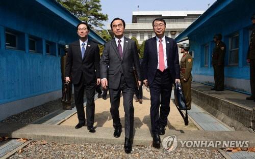 청와대, 北 고위급회담 중지 '맥스선더, 태영호' 의미 파악중