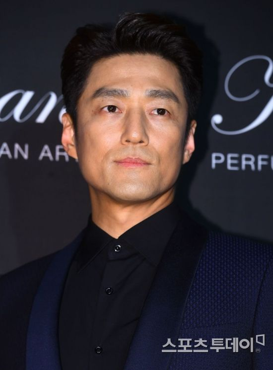 <p>Actor Ji Jin - hee is taking an event attendance at the Four Seasons Hotel in Seoul on the afternoon of the 16th. 2018.05 16.</p>
