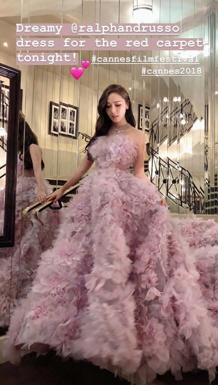 <p>Jessica Jung, a singer and businessman shining Red Canpet Cannes Film Festival and headed for Dress.</p><p>Jessica Jung attended the Red Carpet event of the movie Han Solo: Star Wars Story which was held at the Cannes Palais des Festival in France, where the 71st Cannes Film Festival is in operation . Jessica Jung released the Dress like the princess of a fairy tale worn by Red Carpet this day on the 16th Instagram Story.</p><p>Jessica Jung opened in purple Dress and boasted of beauty in the released pictures. Jessica Jung in the photo released this day Dress is a work of Ralph Rousseau. It is a brand that multiple stars choose from Red Carpet and has gathered a known topic chosen as a recent Prince Harry and Megan Markley Wedding Dress and is eye-catching.</p><p>Jessica Jung wearing a swinging kite purple off shoulder Dress like a petal matched a colorful necklace and earrings and the unique prominent beauty and cuteness was fully exposed. Especially in photographs with hands on waist, ant waist is noticeable which does not become a handful of Jessica Jung.</p><p>Meanwhile, Jessica Jung declared suddenly Girls Generation withdrawal in the past 2014 and started a solo activity. He launched the fashion brand Brand and Eclair of that year, acted as a chief designer and director, and operates more than 50 stores in Hong Kong, China, Korea and the United States. Recently, we have signed a partnership agreement with U.S., U.S., the largest agency in the U.S., to which Benedict Cumber Batch belongs, and is spurring our expansion into the United States.</p>