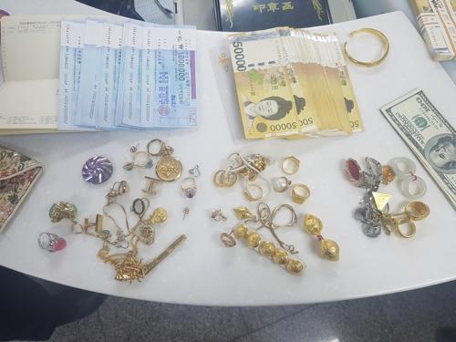 돈 가방 잃은 적 없다던 치매 노인에게 수천만원 찾아준 경찰