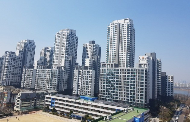 최근 전용면적 84㎡의 호가가 30억원을 넘어선 서울 반포동 '아크로리버파크'. 한경DB