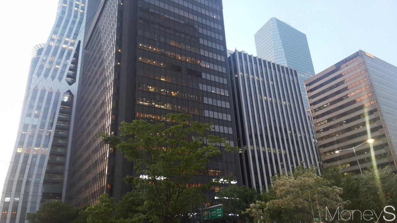 서울 영등포구 여의도동의 한 빌딩 밀집 지역. /사진=김창성 기자