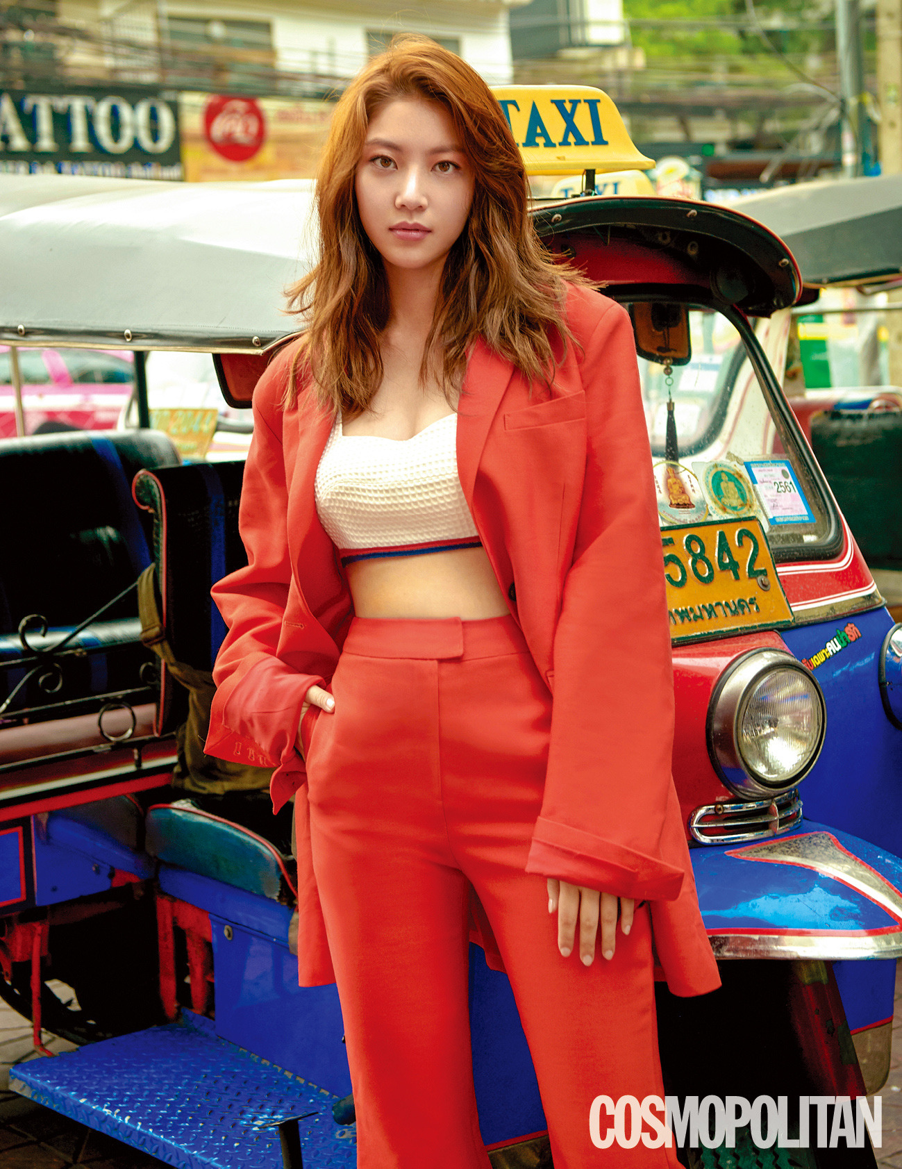 <p>(Seoul) Gang Goun Editor = June 4 KBS 2 Monthly Fire Drama ahead of the airing afternoon (Afternoon at 10 PM) <Are you a human? > Heroine Gong Seung-yeon showed a single photo book in Bangkok, Thailand through the June issue of Cosmopolitan.</p><p>Through this photo collection taken in Bangkok, Gong Seung-yeon boasts a distinctive smart leg line beauty, and at the same time, it showcased a vacation look suitable for traveling, matching stylish sunglasses and backs.</p><p>Gong Seung-yeon starred the first terrestrial wave drama Because you are a human? Is an artificial intelligence robot Human God III (Seo Kang-joon) and a hot-blood guard river sonbon (Gong Seung-yeon) s anti-national human spoof project as a material. Growing AI and Incarnation of Desire What Scoundrels Men Are! Through the contrast of, Im already gathering expectations in the work that I look back on true humanity.</p><p>Through gravure and advanced interviews, he always said It is very thin to himself. When I saw myself as a actor who was far away from discussing acting skills from the rookie era, there was always discussion of acting skill among me , as Gong Seung-yeons biggest weapon as an actor I also expressed a humble figure to the question asking what I think what if it brings advantages it is patience, perseverance, steady and how often do you leak in the night? On the other hand, as an actor citing Son Ye-jin senior in role model as something actor also spare no praise as an actor who really wants to resemble.</p><p>Meanwhile, Gong Seung-yeons frank fancy pleasant interview and photos that included vacation in Bangkok can be interviewed with the <Cosmopolitan> June issue via the cosmopolitan website.</p>