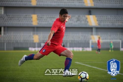 축구 국가대표 이근호가 지난 1월 27일 터키 안탈리아 마르단 스타디움에서 열린 몰도바와 친선전에서 슛을 위해 도움닫기 하고 있다. 제공 | 대한축구협회