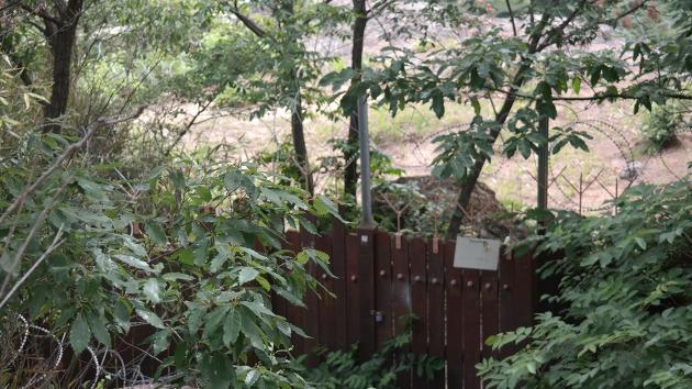 펜스와 철조망으로 출입을 통제한 부엉이바위의 모습 ⓒ김경준
