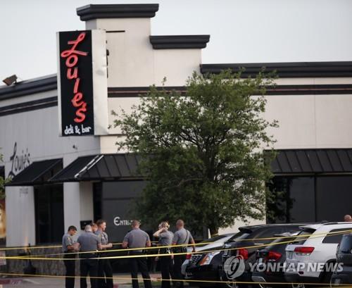 24일(현지시간) 총격사건이 발생한 미국 오클라호마주의 식당 [AP=연합뉴스]