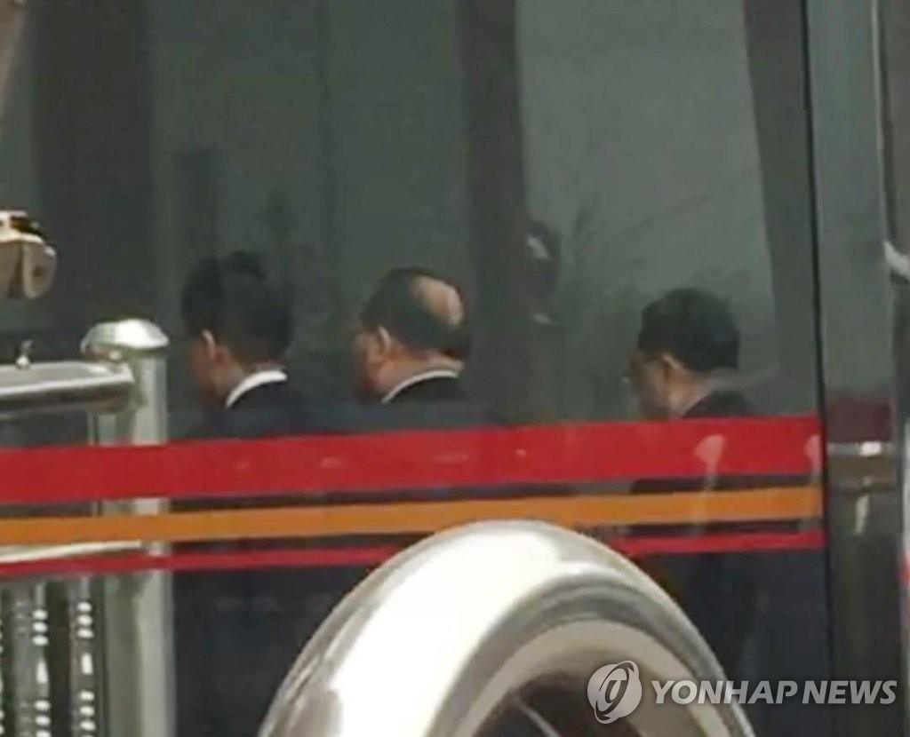 김정은 집사 김창선 北국무위 부장, 베이징서 귀국길 포착돼