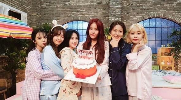 <p>Group photo of group AOA (Jimin, Yuna, Hyejong, Minah, Seolhyun, Chan Mi) was released.</p><p>AOA member Minah posted a group photo together with the sentence I love you so much at 6 oclock source release Kururi Bangle on my own instagram on May 28.</p><p>Six members of AOA wearing pajamas in the picture were put in. Jimin holds Minah and Chan Mi, and Seolhyun takes a pose to support the chin by hand. Hejeong has a cake with a group photo of AOA plugged in, Yuna made a heart with his fingers and added a cute attraction. The shining beauty of the six members draw attention.</p><p>The fans who touched the picture showed reactions such as roundabout bangle hit a big hit, congratulations congratulations, I will go home again.</p><p>Meanwhile, AOA released a new song Kururi Bangle at various sound source sites at 6 pm on May 28, and made a comeback</p>
