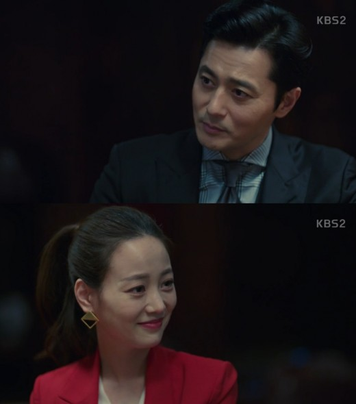 <p>Jang Dong-gun sent a blood warning to Son Yeo-Eun.</p><p>In KBS 2 Suits broadcast on the 30 th, Muni (Son Yeo-Eun) knows that Jonu (Park Hyung-sik) is a con artist, Kang Suk (Jang Dong-gun) said, I am lawyers weak point It is not afraid of the fact that it holds the gobouyoyo .</p><p>Mangi also laughed at Kang Suk which raises a big image in his mouth, I respected Mr. Cho by this.</p><p>Kang Suk says, There is no need to respect it, there is no need to respect it.If there are anyone talking about Hanterado and Yonu after today, change of money, what I want before going, what I had before that I will lose all of it. </p>
