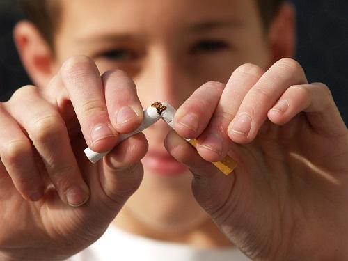 흡연자가 금연 시 심장돌연사의 위험을 2/3 정도 낮출 수 있고 금연 후 1년이 지날 때마다 급성심근경색 위험이 반으로 줄어든다.