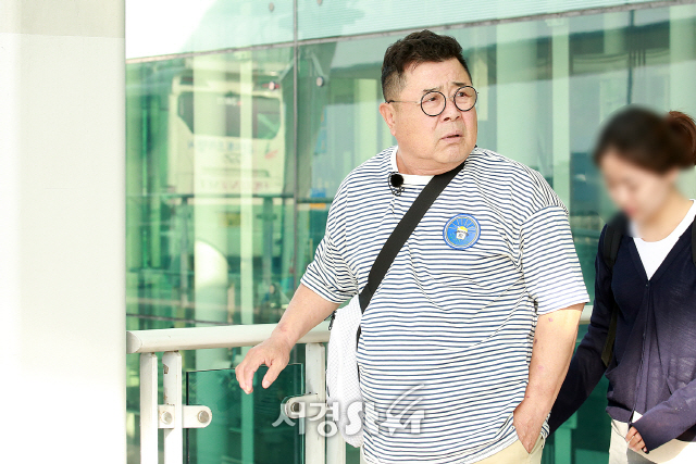 <p>Actor Baek Il-seob showed off Airport fashion and left Germany.</p>