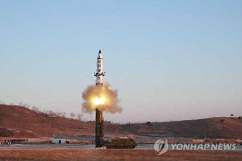 '북극성 2형' 탄도미사일 발사장면 [연합뉴스 자료사진]