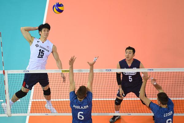 양 팀 합쳐 최다득점을 기록한 문성민(왼쪽)의 분전도 한국을 승리로 이끌진 못했다. ⓒ국제배구연맹