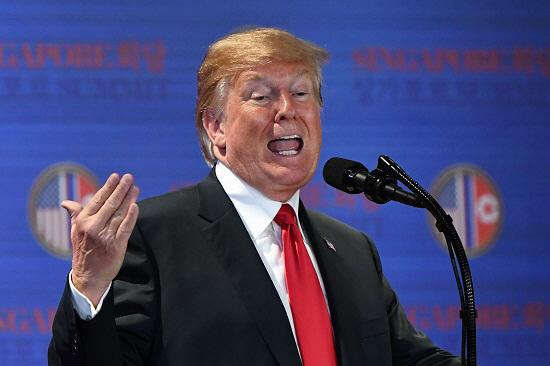 도널드 트럼프 미국 대통령이 6·12 북·미 정상회담을 마친 후 기자회견에서 발언하고 있다. 사진=연합뉴스