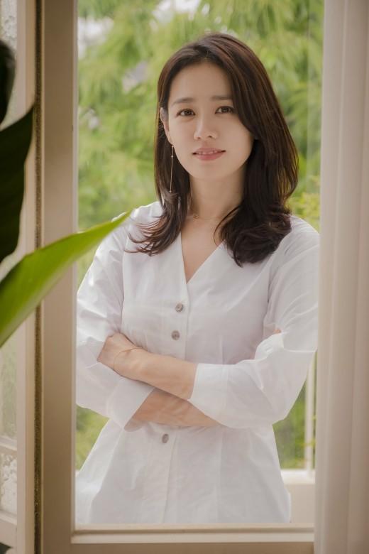 JTBC 드라마 '밥 잘 사주는 예쁜 누나'를 통해 '멜로퀸'임을 입증한 손예진. 제공|엠에스팀