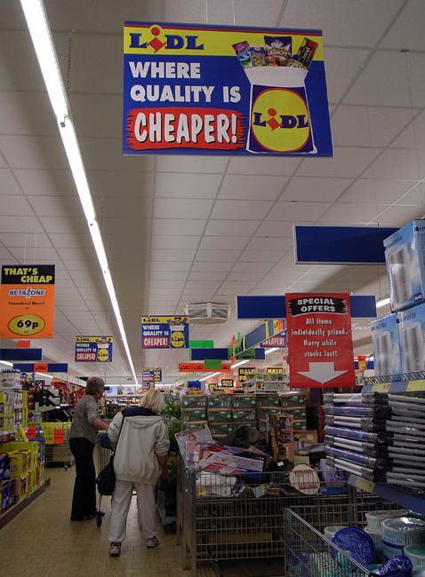영국 노위치 소재 리들 매장 내부 모습. 상단 배너에 '품질 좋은 물건이 더 저렴한 곳'(Where Quality is Cheaper)라고 적혀 있다. / 게티이미지코리아