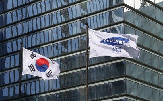 서울 서초구 삼성전자 사옥에 있는 삼성 깃발이 바람에 날리고 있다./조선 DB
