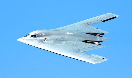 """미 전략사령부는 9일(현지시간) """"(미국)미주리주 위템 공군기지에 있던 3대의 B-2스피릿 전략폭격기를 태평양사령부 산하 괌의 앤더슨 공군기지에 배치했다""""고 밝혔다."""