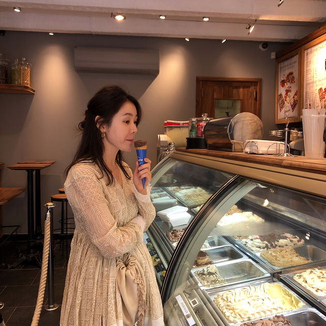<p>Actor Son Ye-jin released a beautiful travel photograph.</p><p>Son Ye-jin posted several photos on his own instagram on the 18th.</p><p>Son Ye-jin wearing a one piece swimsuit in the released photograph is taking a picture on the ship, a pose taking Bada against the background, and a figure showing the exhibition. The beautiful appearance of Son Ye-jin and a lovely visual attract attention.</p><p>Meanwhile, Son Ye-jin played a role of Yunjin in the JTBC recently airing finished JTBC It is a beautiful older sister who often bought rice and received great love. [Photo] Son Ye-jin Instagram</p><p>Son Ye-jin Instagram</p>