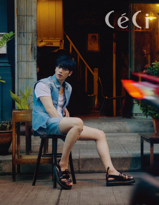 <p>Seo Kang-joon recently proceeded with photography with the July issue of the magazine Casey.</p><p>In the gravure, Seo Kang-joon diverged mens beauty with a chic pose and facial expression acting against the background of Bangkoks exotic atmosphere.</p><p>In the published photo collection Seo Kang-joon has produced casual blue-blue fashion matching Yong Chun color shorts with the best, and proposed a stylish summer style here wearing Dr. Martens Terry sandals . In addition, we matched the same color strap sandals to Black Panther color pants and T - shirts, and completed a sensual daily look of chic all - black Panther style.</p><p>Meanwhile, Seo Kang-joon is a KBS 2 TV drama You are a human being, who plays the topic by playing two roles between humans and robots.</p>