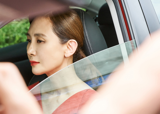 <p>Chae Shi-ra got transformed glamorously.</p><p>MBC Weekend Drama Farewell Left (Writing Material Won / Director Kim Min-Shik) Side June 23 Chae Shi-ras brilliant Red Makeover was released.</p><p>Seo Young-hee (Chae Shi-ra min) in the movie painted red lipstick wearing red One Piece, scenes looking at someone aiming at beautifully inexplicable figure. Yeon hee does not say differently and sends resolute eyes towards the opponent and spews charisma.</p><p>Yong Hu has long lived a closed living by being extremely tasteless, such as securing only achromatic clothes while holding the sun grasping incoming to the house so far. I am amplifying some obscure things what is reason why Young Hee started a cheap walk.</p><p>Manufacturers asked a lot of attention to the emotions of constantly fluctuating people collide with each other, each character starts to change and healed and there is another inversion story parting left  </p>