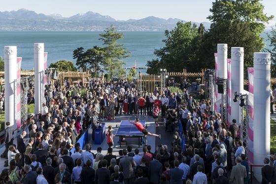 23일 스위스 로잔에서 열린 IOC 올림픽데이 행사에 많은 관객들이 기념 경기를 지켜보고 있다. [EPA=연합뉴스]
