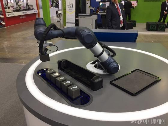 두산로보틱스의 협동로봇 M0609./사진=한민선 기자
