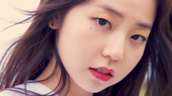 <p>Sohees refreshing but fascinating lovely charm is packed and pictures are topics.</p><p>The cosmetic brand that made it publicly released a log image of V who sent from Jeju Island as a concept of Sohees 18 hour everyday.</p><p>Sohee woke up in the morning, made a makeup, and after wearing a warm Jeju Island sunshine, Sohee enjoyed the day enjoying dancing and driving and showed off the day.</p><p>It also features a unique refreshing but attractive smile, captures the heart of the viewer, but concentrates Attention with a perfect visual while still in love.</p><p>Photo = Lancome</p>