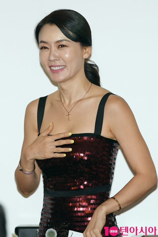 Comedian Hong Yoon Hwa loses 66 lbs for her wedding!