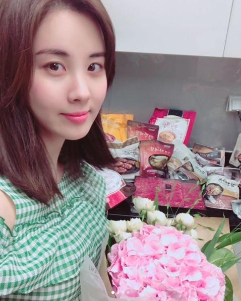 Seohyun 28 Year Old Birthday Present Celebratory Photo I Was Good To Be Born