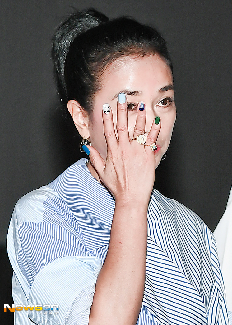 <p>The movie witch (director Bakhoonjong) theater greeting was held on June 30 th at the Lotte Cinema Suwon Jom, Suizen-si, Suwon City, Gyeonggi-do.</p><p>Director Bakhoonjong, Gimdami, Jo Min - soo, Hee - soon Park, Choi Woo - shik, during the trouble, the following participated.</p><p>The movie witch is a mystery action movie depicting conspiracy and secrets about girls high school girls who escaped protective facilities and grew up under an old couple.</p>