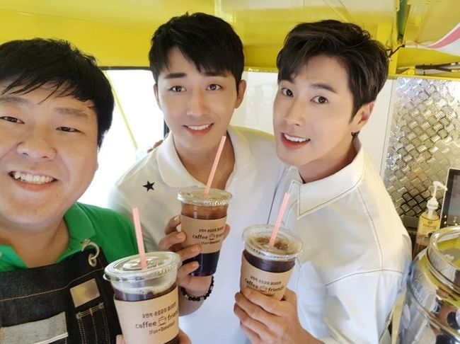 <p>Dong Bang Shin Ki Yunho and Son ho joon practiced warm Donation.</p><p>Yunho and Son ho joon released the Coffee Friends Donation certification shot that urges many people Donation to Coffee created directly on the 30th Instagram.</p><p>Son ho joon is advancing Yoo Yeon-seok and Pangease (Fun + Donation) Coffee Friends to help people who have difficulty with Coffee values. When Yoo Yeon-seok could not participate in the filming of the artists drama Mr. Sunshine, Son ho joon and ordinary acquaintance Yunho sneaked as a express guest.</p><p>It seems that Yunho and Son ho joon pose positively while holding Coffee in the released pictures. A warm visual as well as an eye catches on.</p><p>The two of us together with 200 people before the Gangban station Techno Mart today (Today) together a fun Donation. After completing all the events, Yunho said, First of all, I would like to thank everyone who gave me the heart of today and participate in Donation, I thought that rain would come a long time, you worried a lot since yesterday evening The weather was fine, like the heart of mind, we could do a good job and the weather also helped us! And I and Hojun irregularities together The fourth Coffee Friends is your warm heart We gathered carefully and were able to finish successfully! Thank you! I told the impression.</p><p>Son ho joon said, Thank you so much for participating in such a hot and rainy situation, thanks to such a lot of participation. Thanks for the real thing of our Yunho who took time with our busy schedule! By the time we promised, I will also do my best and I thank all of them.  [Photo] Yunho Instagram</p><p>Yunho Instagram</p>