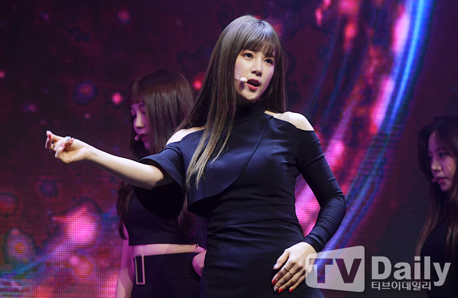 <p>Girl group Apink 7th mini album ONE & SIX showcase will be held in the aisle at Yes 24 Live Hall in Gwangjin-gu, Seoul, on the afternoon of the 2nd</p><p>Apink night lanterns are participating in the showcase of this day.</p><p>The title song of this album, No One is a song of an exciting minor pop dance genre, harmonized with Tropical feeling Housebits, and there is no longer a sense and feeling of those days that loved one man at that time I put my heart.</p><p>7th Mini Album ONE & SIX Showcase</p>