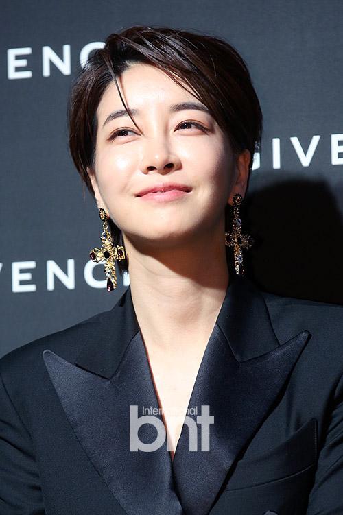 Jin Seo-Yeon Nude Photos 11