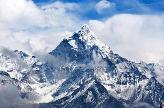 에베레스트 전경. 4000명 넘는 등반가들이 에베레스트 정상에 올랐다. 하지만 300명 가까운 사람들이 등반 중에 사망했다. 중앙포토