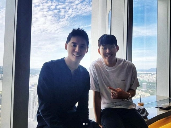<p>Singer and musical actor Junsu has released a picture of the holiday he spent with friendly Soccer player Son Heung-min.</p><p>Junsu posted pictures with the sentence On the afternoon of July 8th Imagine people proudly met! After a long absence !! Happy birthday in the Instagram.</p><p>In the released photograph, the appearance that Junsu is eating with acquaintances such as Son Heung-min was put in. July 8th Son Heung - min s birthday greeted meals. In the case of Junsu, it seems that he met Son Heung-min during military service holidays.</p><p>Junsu is waiting for the full term of November.</p>