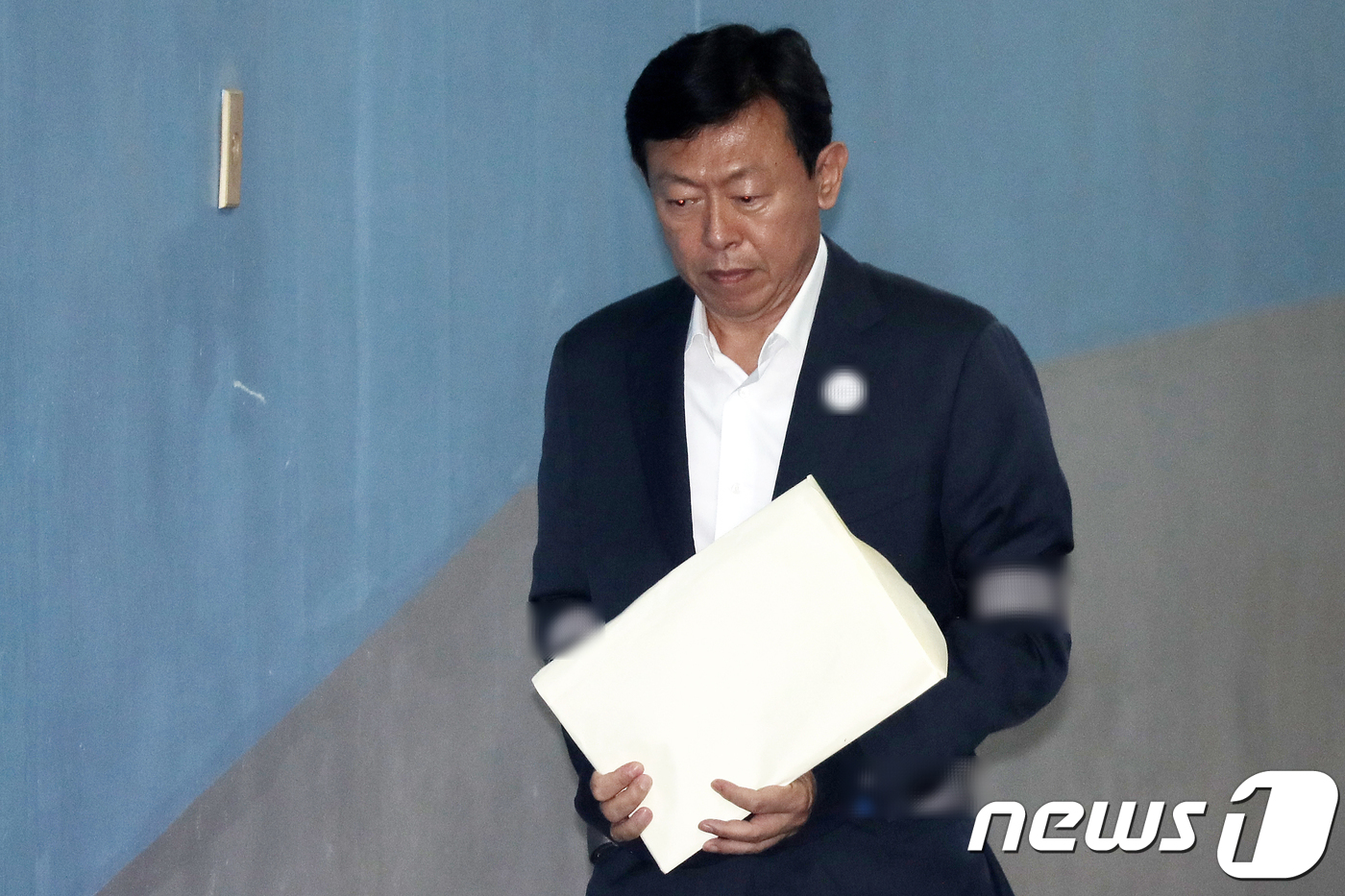 """신동빈 """"박 전 대통령이 '롯데 회장 그만두라' 할까봐 겁났다"""""""