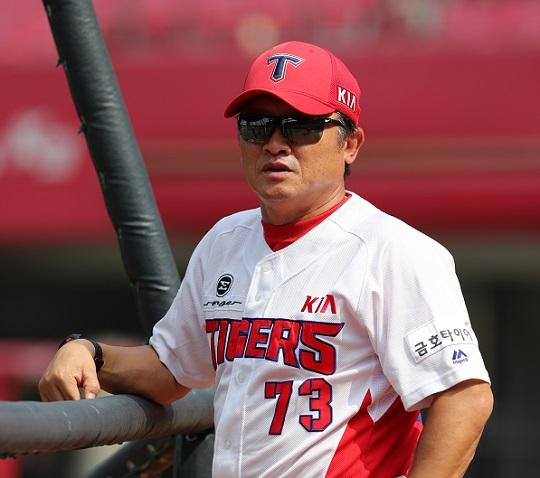 올 시즌 박흥식 감독은 2군 함평 출근길이 즐겁고 설렌다. 저녁에도 1군에 올라간 젊은 야수들의 활약상을 지켜보는 재미에 푹 빠진 박 감독이다(사진=KIA)