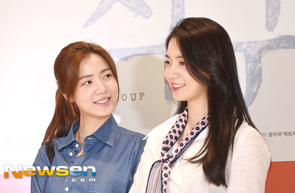 <p>Film family (Director Lim Young-hun) VIP preview was held at Lotte Cinema World Tower in Jamsil-dong, Songpa-gu, Seoul on the 9th of July.</p><p>This day Ryu Hwa-young, Hyoyoung is taking a pose.</p>