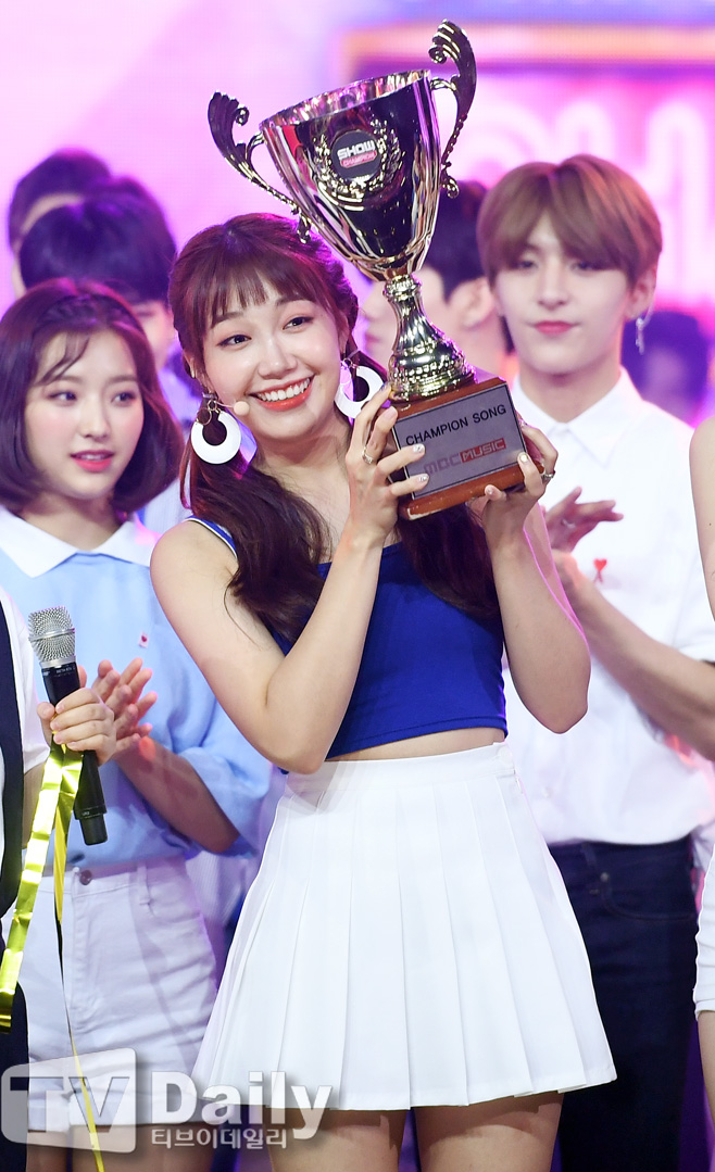 <p>Cable TV MBC Music show champion on the spot was held on the evening in Goyang City Gyeonggi Province MBC Dream Center in the evening.</p><p>This pink Jung Eunji who occupied 1st place has an encore stage.</p><p>On this day s champion s stage, this pink (/ Apink Night Lantern Elementary Bomichon Eunji Hand Good Nam Joo Oh Ha - young), New East W (JR Aron White Tiger Len), Yun Mi Lei, Jesse, Day Six (Sonjin Jae Young K Wonpir help), Accounting, Gangnam, more East Lights, Onen Off, Ninth Seminar (Washing Mina Nyon), Golden Child (Jom Joong Province Bomin Reproduction Jibomujang TAG Suunmin Y Formation), Gim Dong Han, Promise Nine Son Ha Young appeared on Celebrity Chae Yeon Inagyon Park and Chi Won Lee Seo-yeon Baekjeong), Maitin, Flash, TARGET, NTB and others and showed off a fancy and nice stage.</p><p>Shaw champion is live on Wednesday evening at 7 oclock at night at the music chart show which decides the singing world champion such as the best popular song of one week, the popular song circus hot issue, and the best newcomer.</p><p>Cable TV MBC Music show champion on the spot public</p>