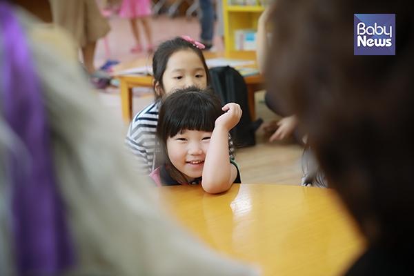 구연동화에 행복해진 아이 표정. 최대성 기자 ⓒ베이비뉴스