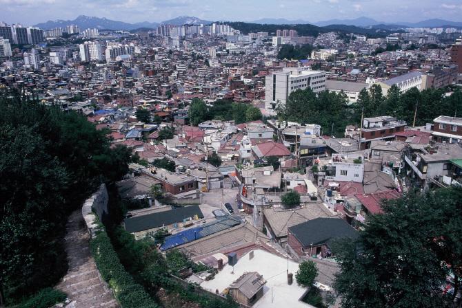 낡고 오래된 소형 주택들이 밀집한 서울 성북구 한 저층주거지 일대. 서울연구원 제공.