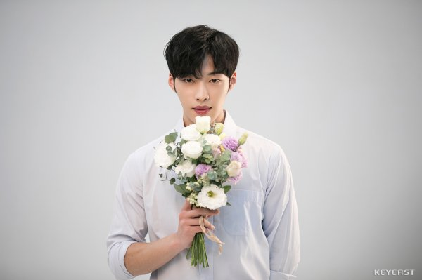 <p>Woo Do-hwans advertisement shooting behind cutting was released.</p><p>Woo Do-hwan in the picture draws attention to people looking at the clear beautiful skin and cool smile down the beauty brand model down. Woo Do-hwan took advantage of accessories, showed various poses, boasted the charm of Gentlemen shaking the womans heart.</p><p>Woo Do-hwan plans to shoot the second half movie Lion (director Gim Jae-hwan). One man who lost his father plans to breathe, such as Park Seo Jun, Ahn Sung-ki, with Occult horror action throwing the final confrontation with evil death god who disturbs the world.</p><p>Recently, the first overseas Love Without Love in Japan in August to come, the news that the Live at Summer Vacation / 08 will be held was told and received much attention</p>