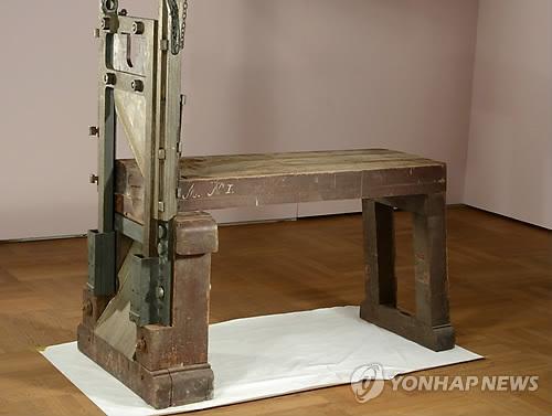 독일 박물관의 창고에 보관된 단두대 모습[EPA=연합뉴스 자료사진]