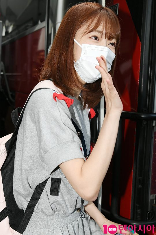 <p>Group HKT 48 Miyawaki Mana Sakura has arrived at Gimpo International Airport in Tokyo in Japan to participate in the Mnet Entertainment Produced 48 recording on the 15th.</p>