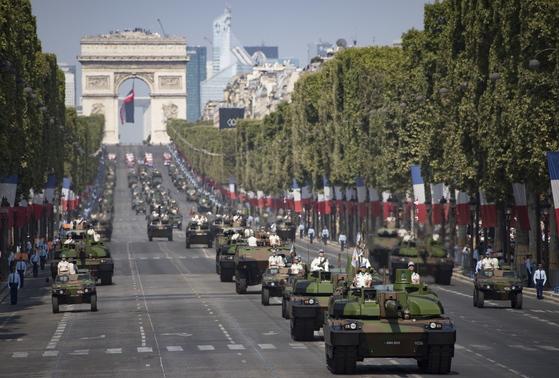 파리 상제리제 거리에서 열린 프랑스혁명 기념 군사 퍼레이드. [EPA=연합뉴스]