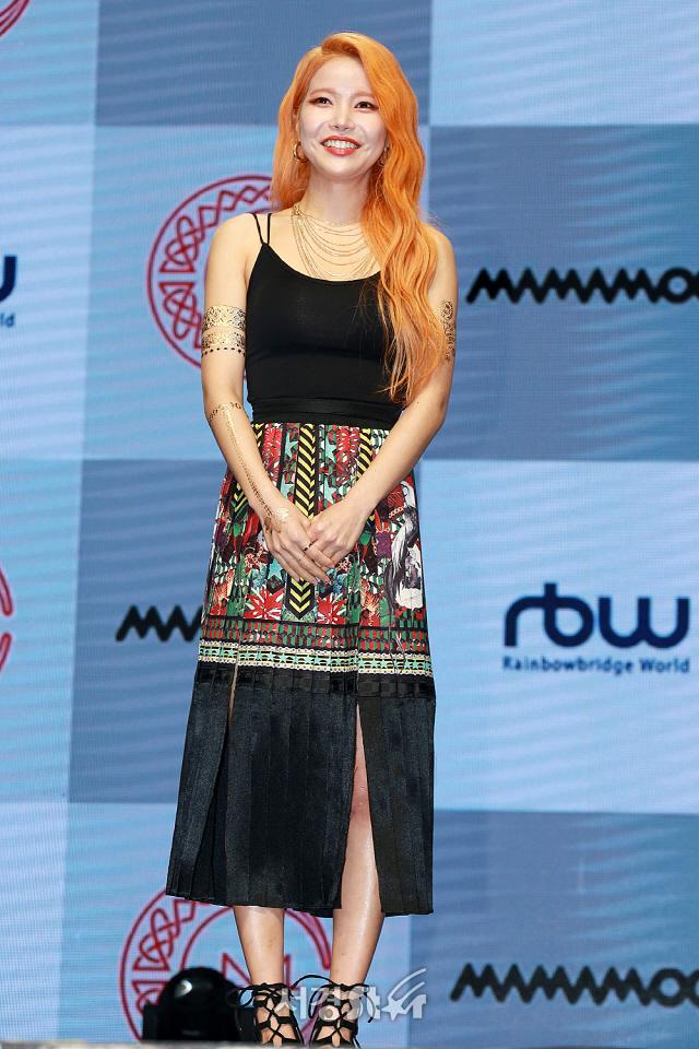 마마무(MAMAMOO) 솔라, '보기만 해도 시원해 보이는 민소매 패션' (쇼케이스)